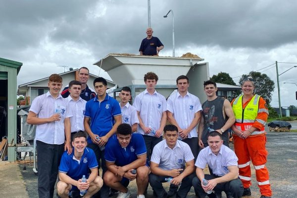 Year 11 Students Volunteer to Help SES